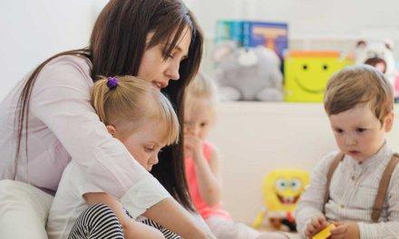 Un programa piloto de niñera a residente permanente en Canadá