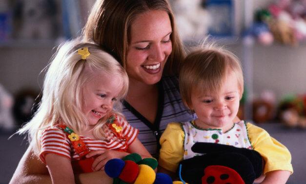 Programa especial para niñeras les dará residencia permanente en Canadá